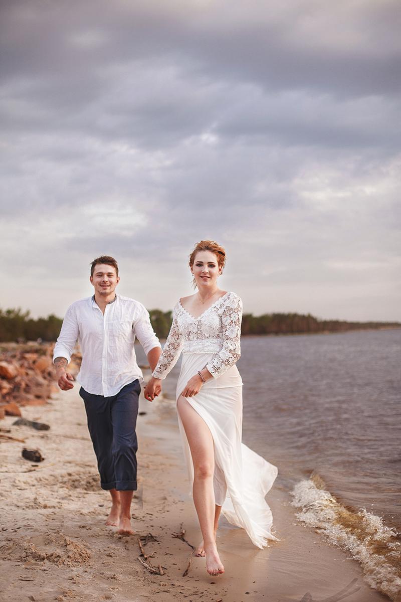 белое платье с рукавами и шлейфом киев