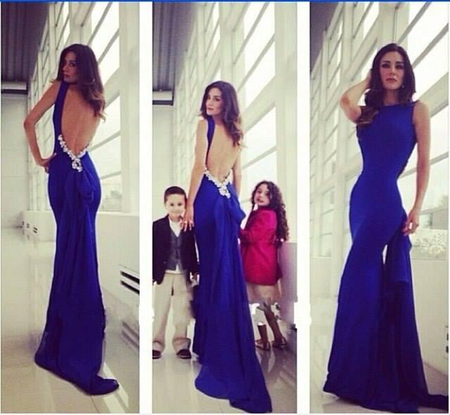 Синее платье с открытой спиной в пол