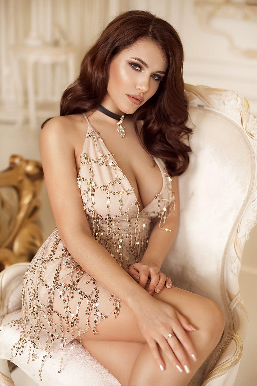короткое золотое платье с глубоким декольте киев