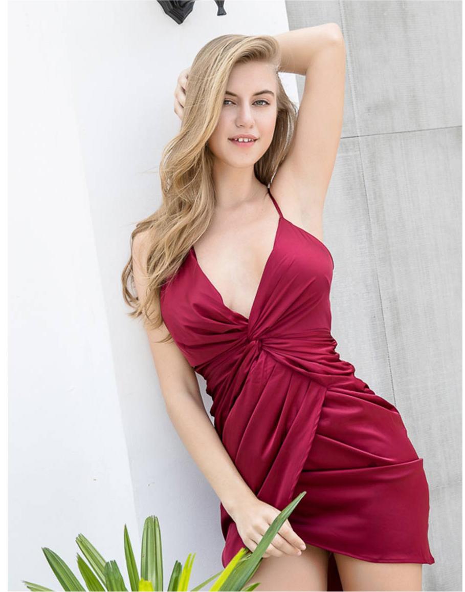 короткое платье с декольте