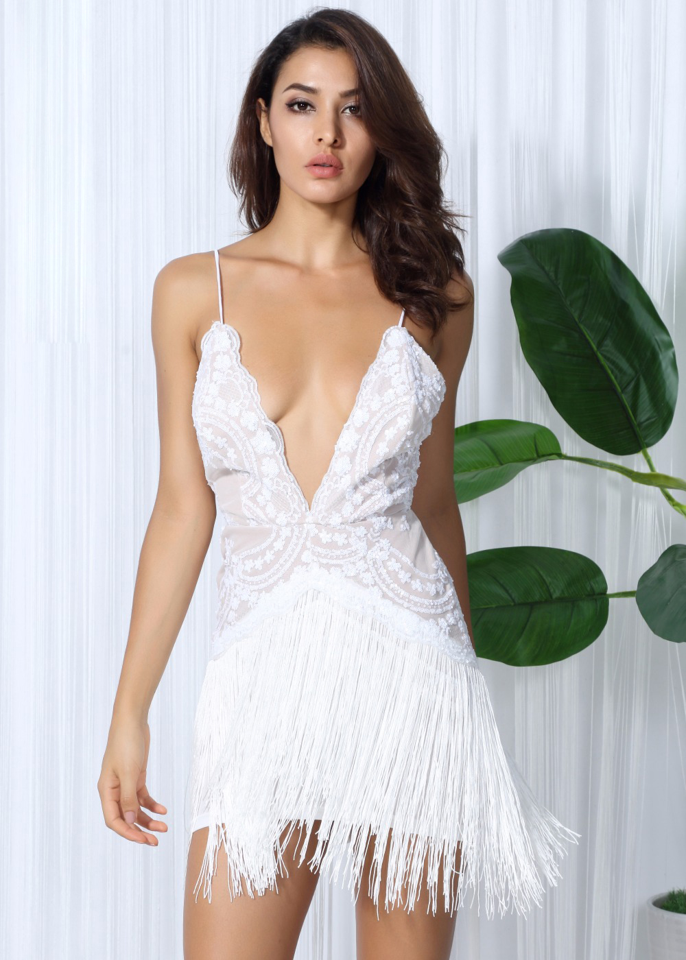 Белое короткое платье пайетки