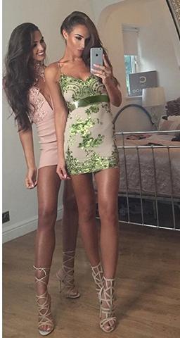 две девушки в коротких платьях