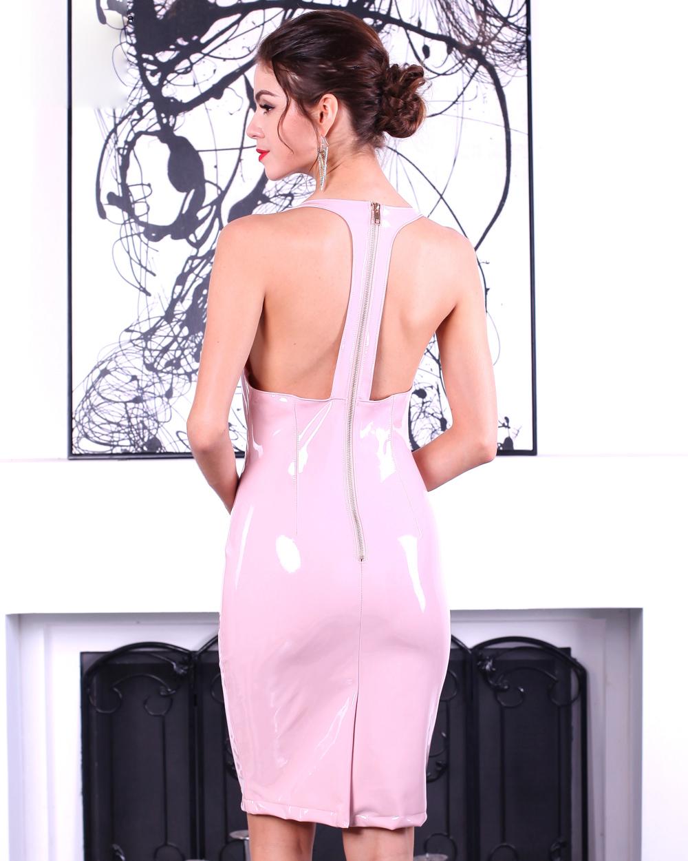 Латексное платье со спины