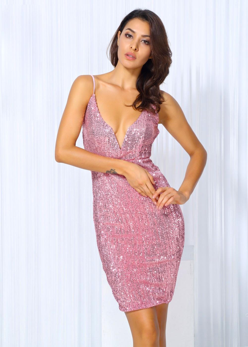 Мерцающее короткое розовое платье