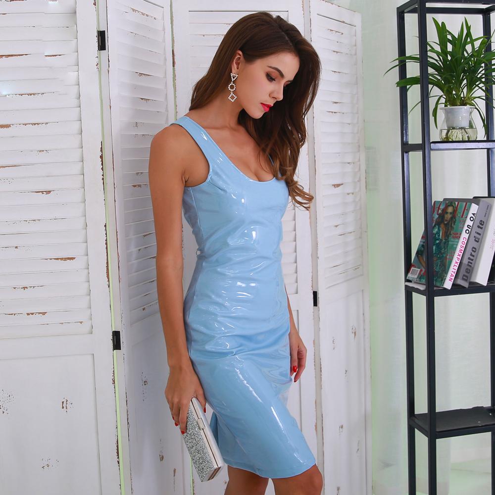 Голубое латекстное платье
