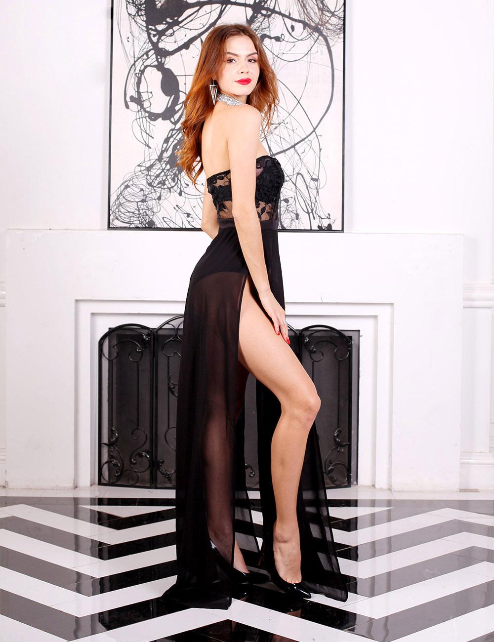 Черное платье в пол с боковым разрезом