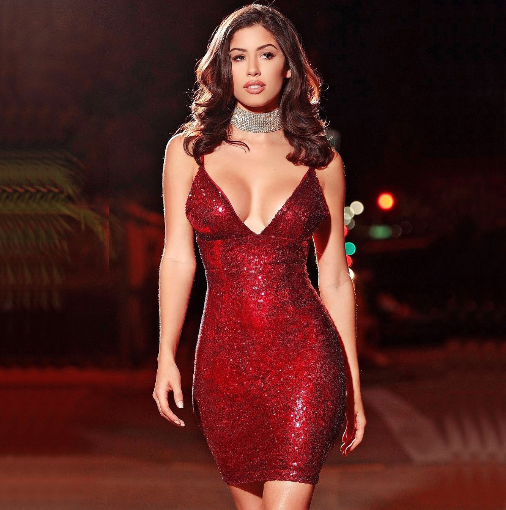 Короткое красное платье пайетки
