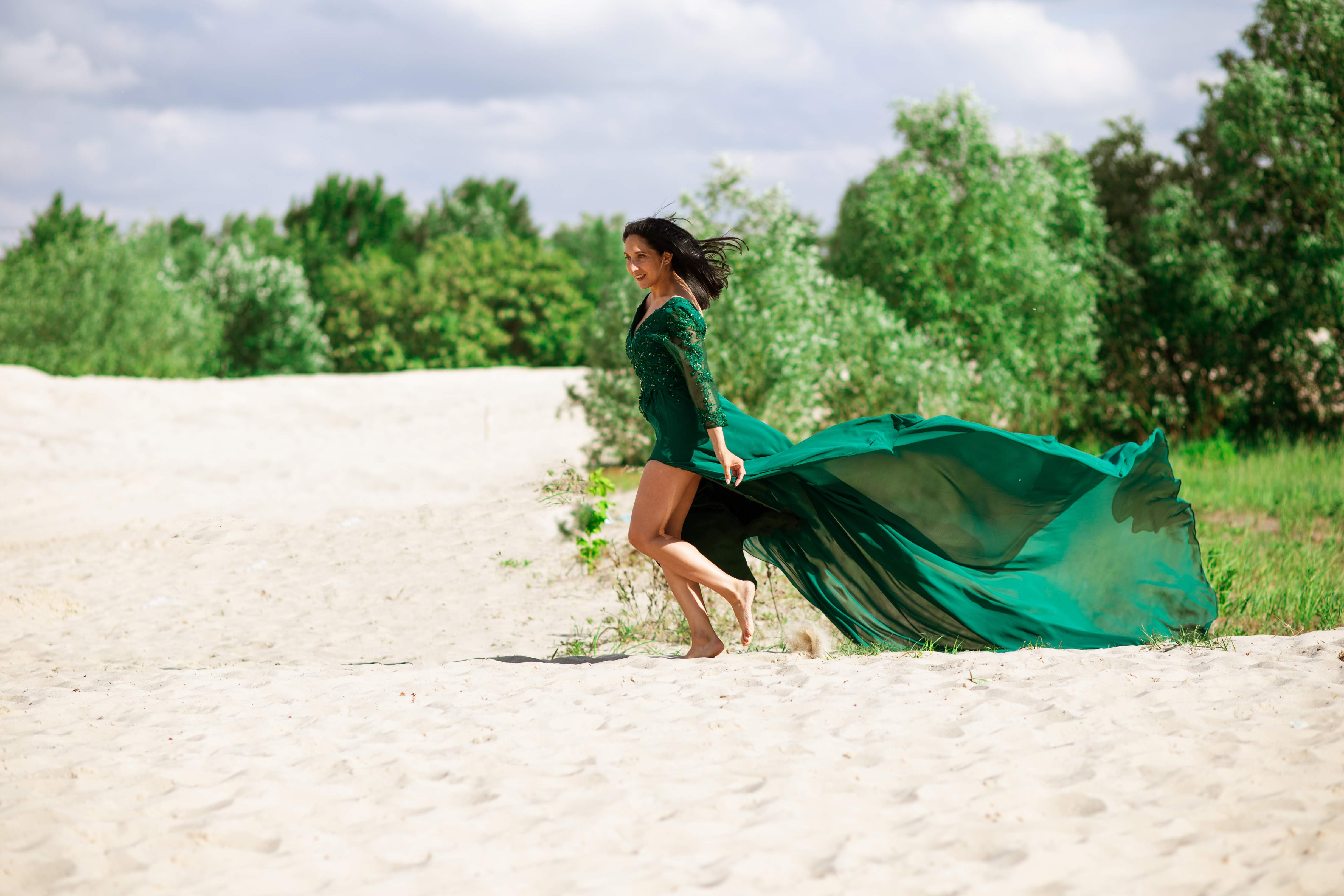 платье с длинным шлейфом прокат киев