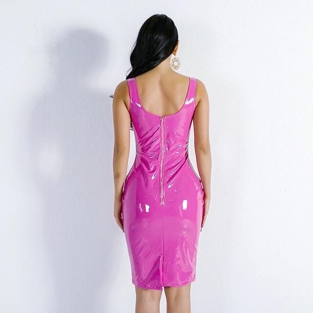 Латексное розовое платье