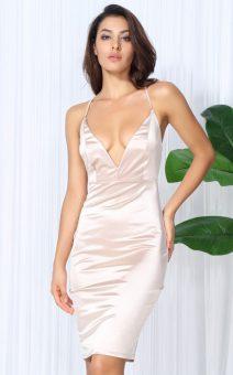 Пудровое силуэтное платье