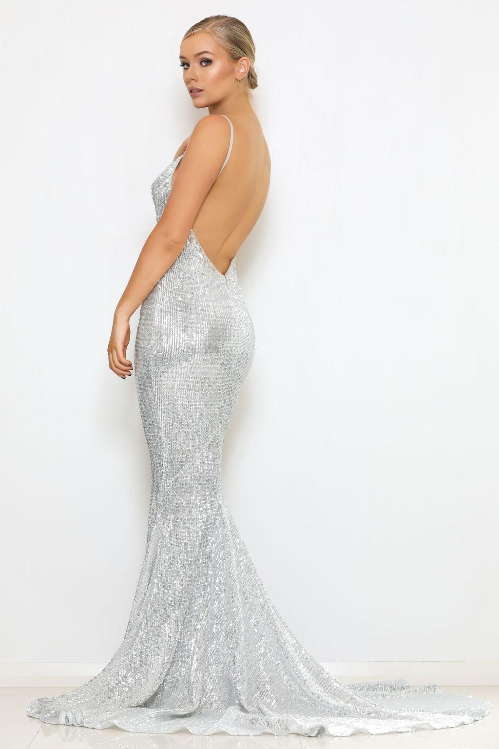 блестящее платье рыбка со шлейфом серебро
