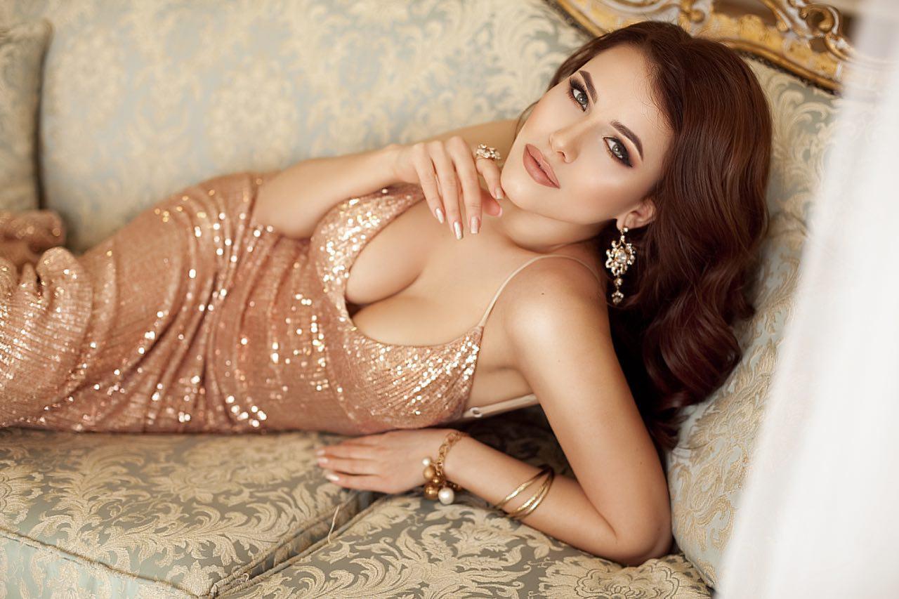 золотое платье на красную дорожку киев