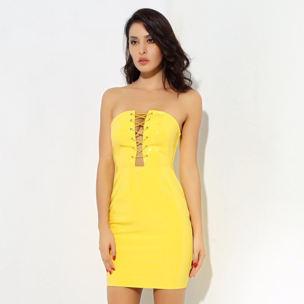 желтый латекс платье