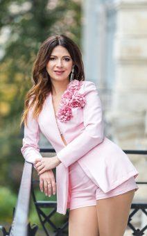Розовый женский костюм с шортами