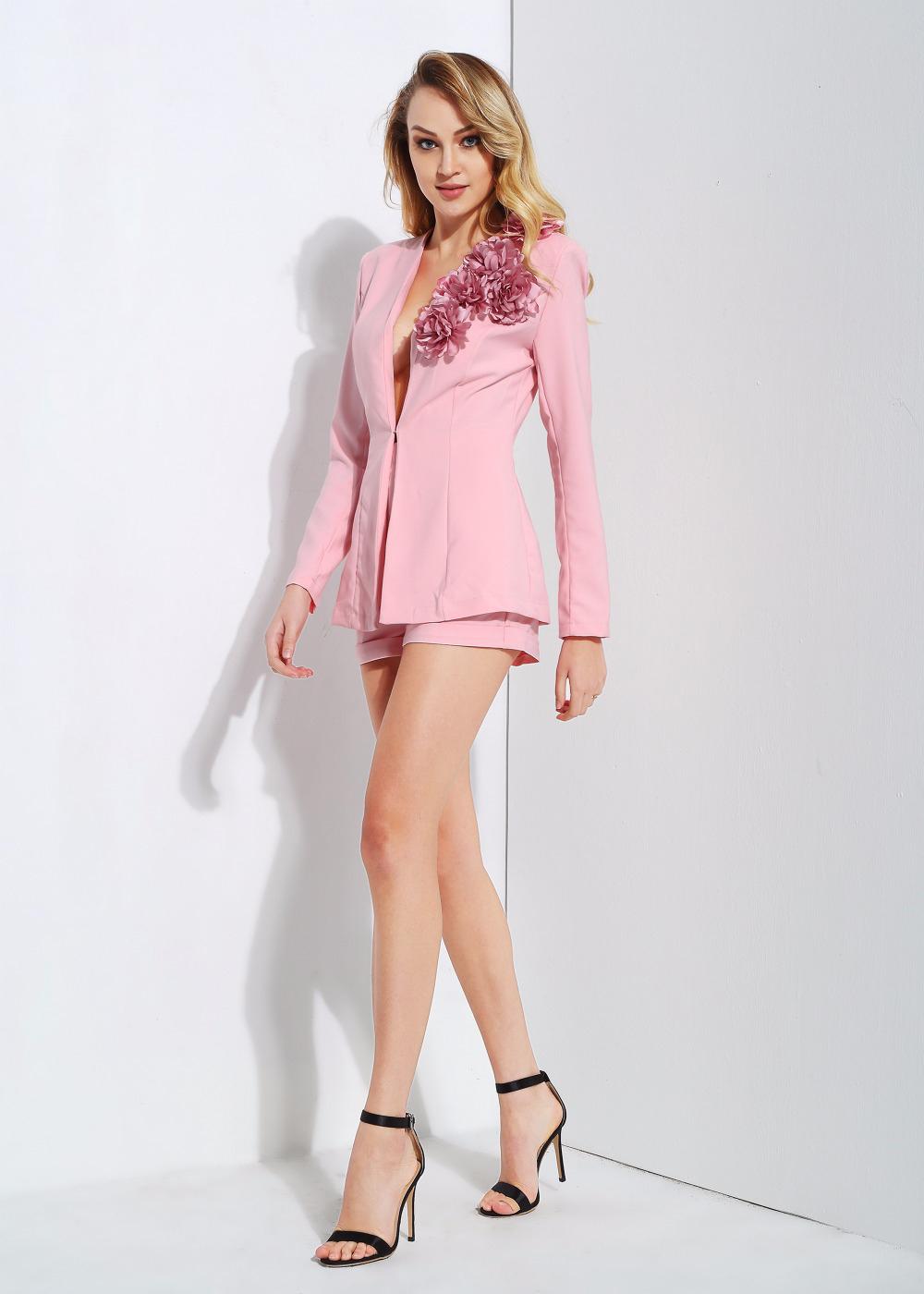 Стильный костюм розовый
