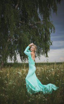 метное платье с открытой спиной со шлейфом прокат киев