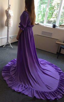 фиолетовое платье со шлейфом для фотосессии