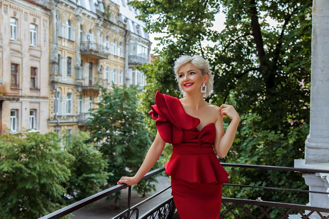 платье бургунди цвета