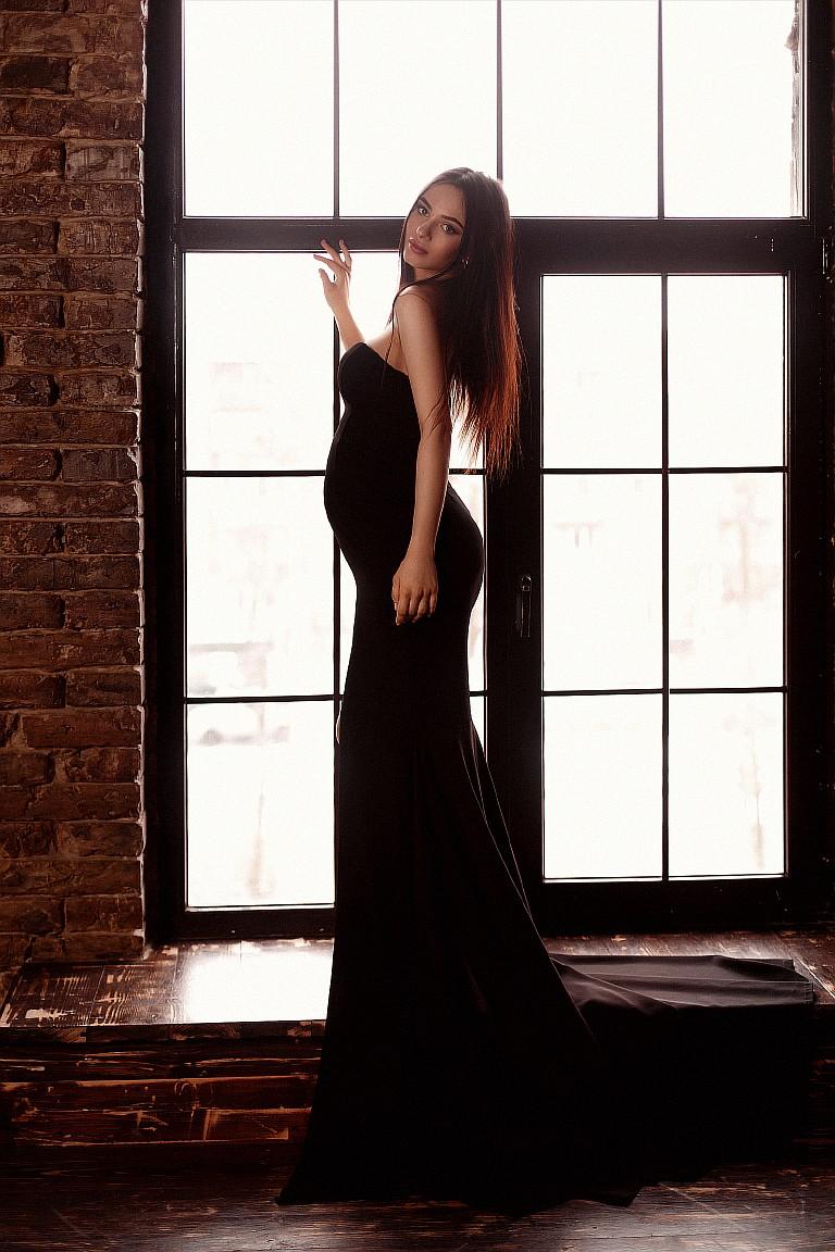 силуэтное черное платье для беременных прокат киев