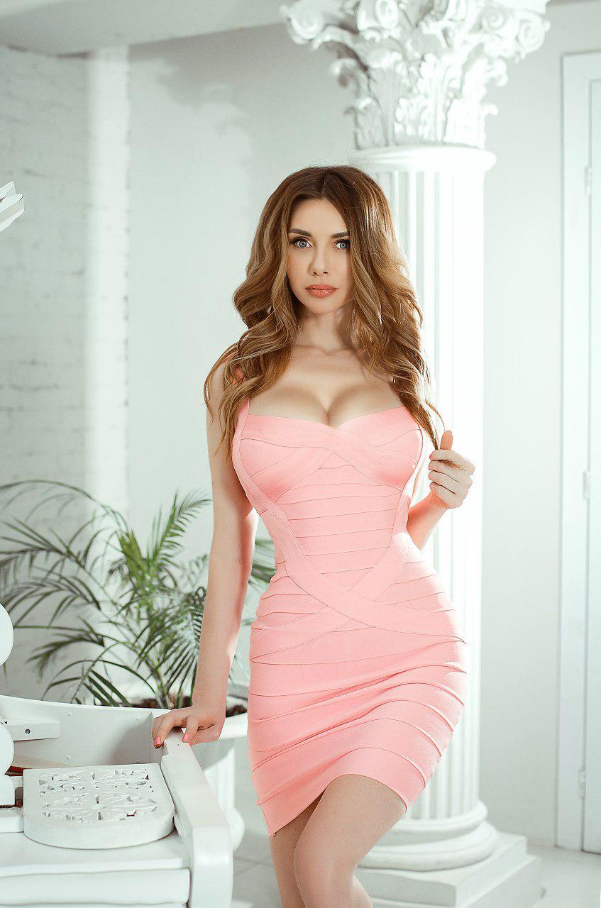 розовое бандажное платье прокат киев