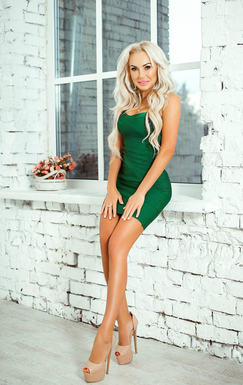 зеленое бандажное платье прокат киев