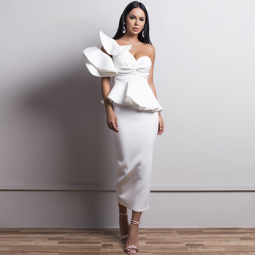 Белое платье с баской на одно плечо