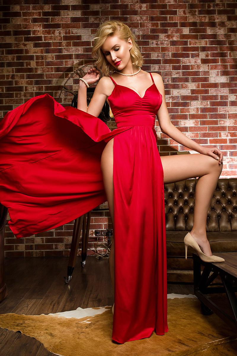 красное платье с двумя размрезами прокат киев