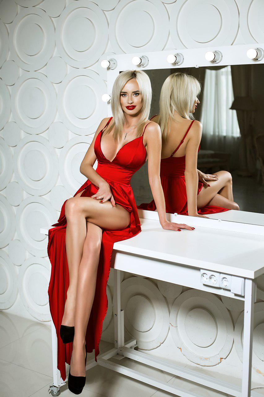 красное платье с боковыми разрезами прокат киев