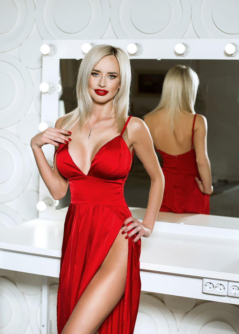 красное платье с декольте прокат киев