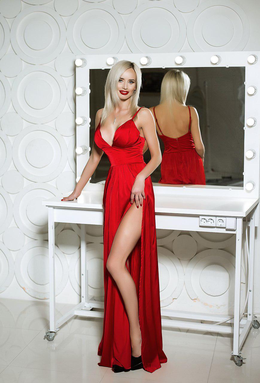 атласное платье на брителях с разрезом аренда киев
