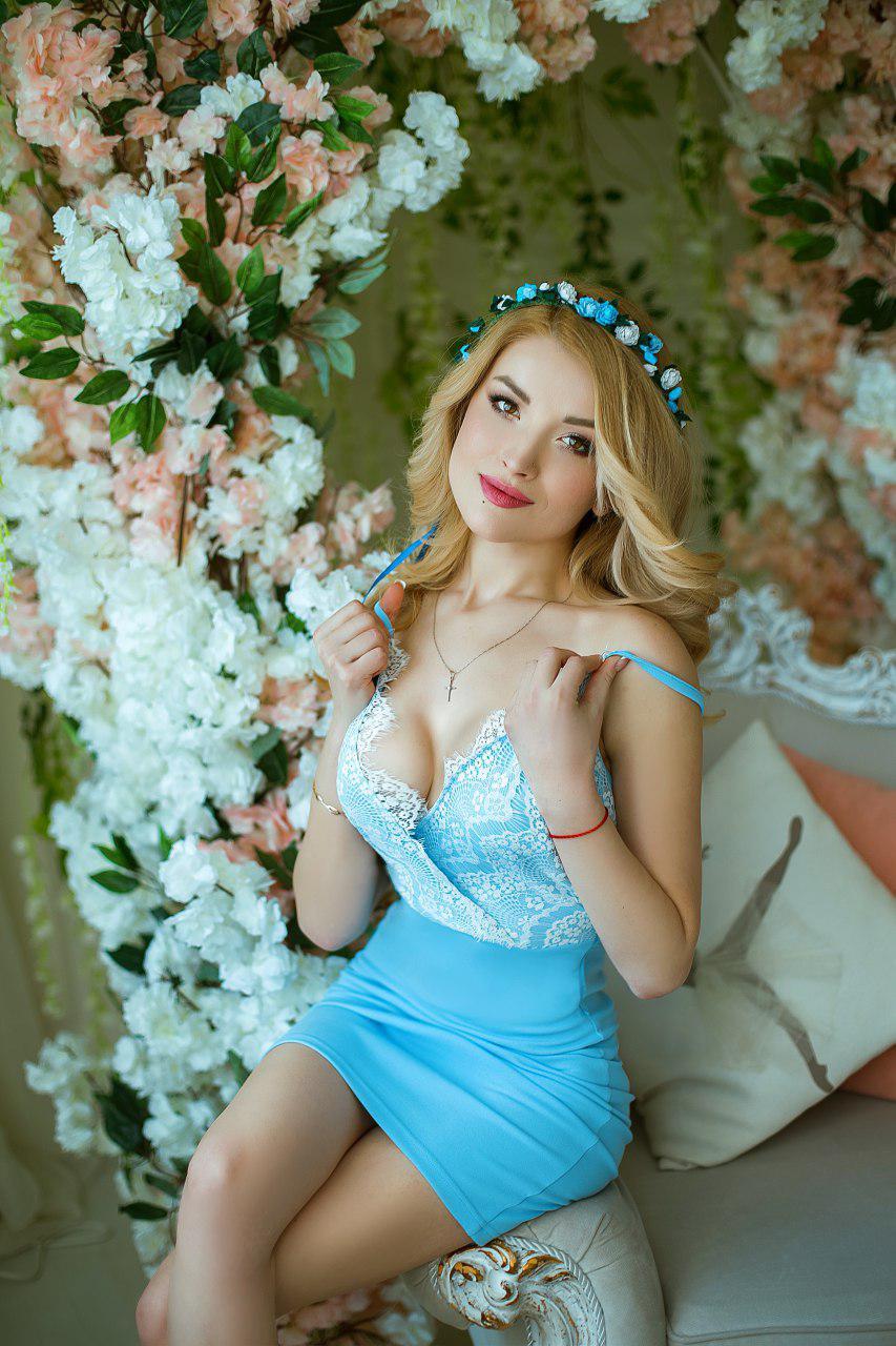 короткое голубое платье в аренду киев