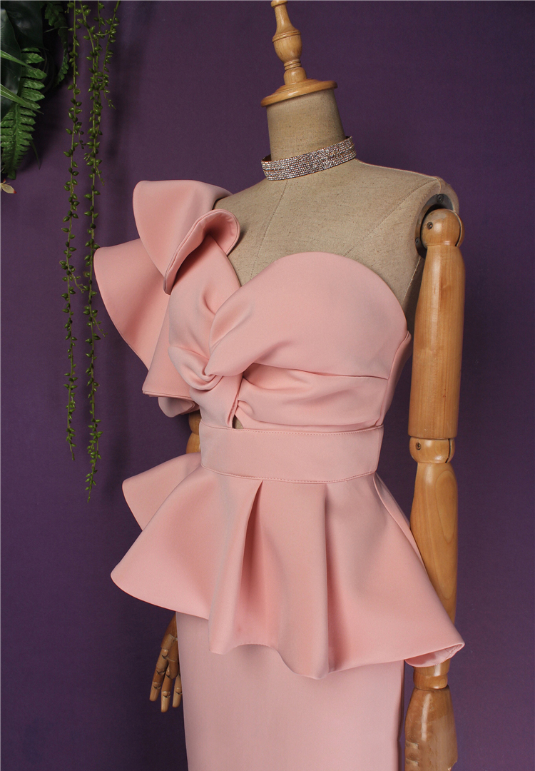 нюдовое платье с воланом на плече киев