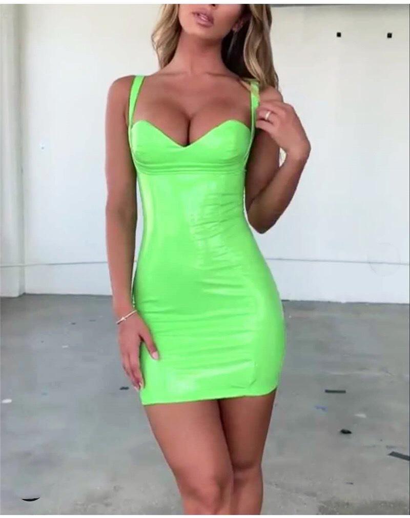 короткое платье кислотного цвета