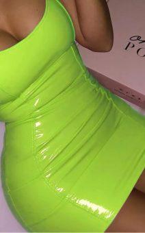 Салатовое латексное платье