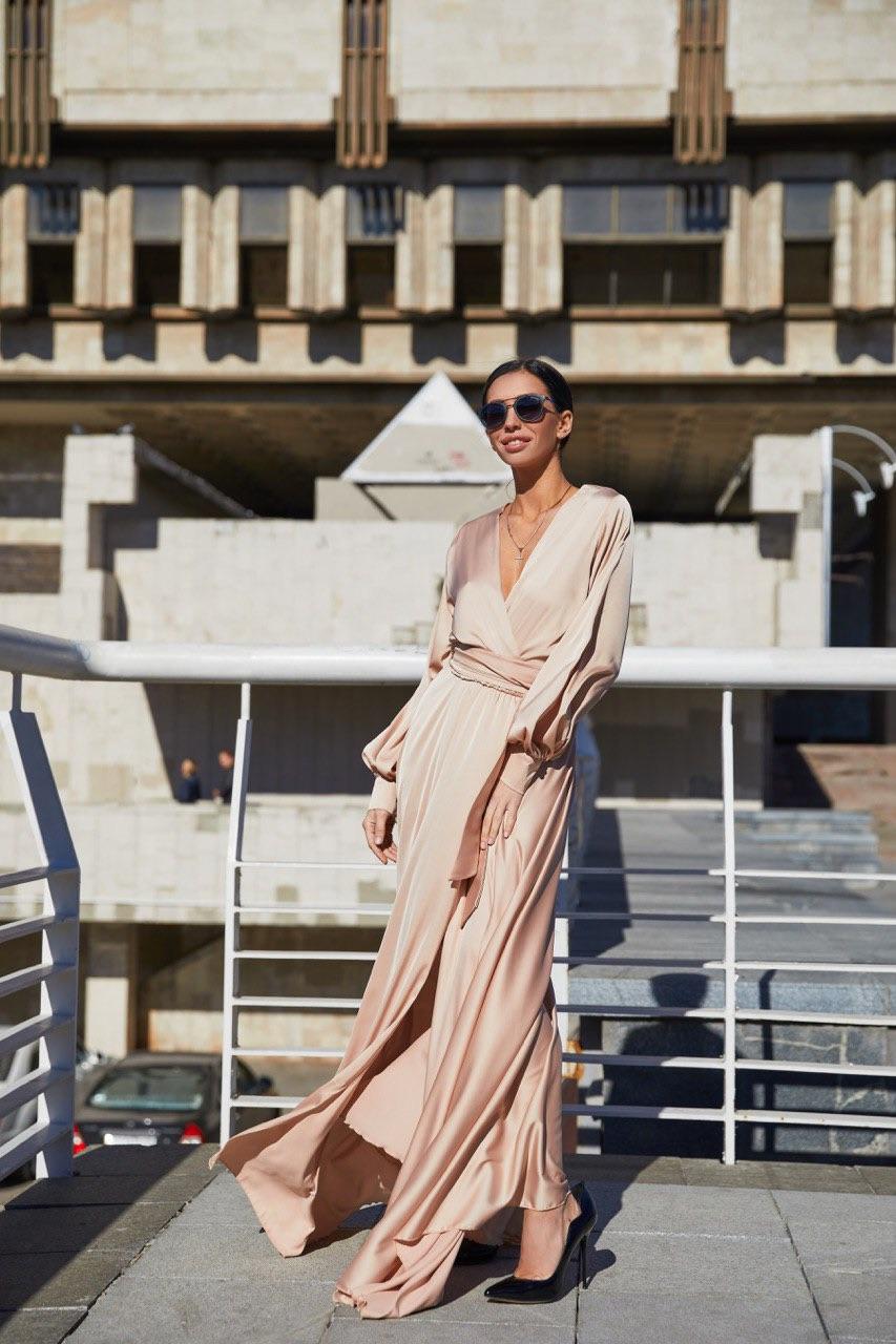 шелковое кремовое платье в пол