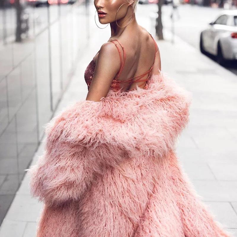 Шуба с ламы розовая по колена прокат киев