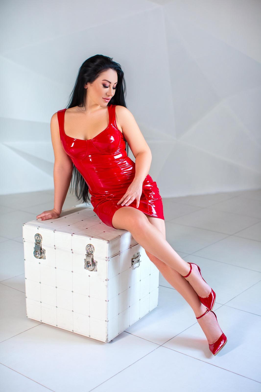 Красное латексное платье купить киев