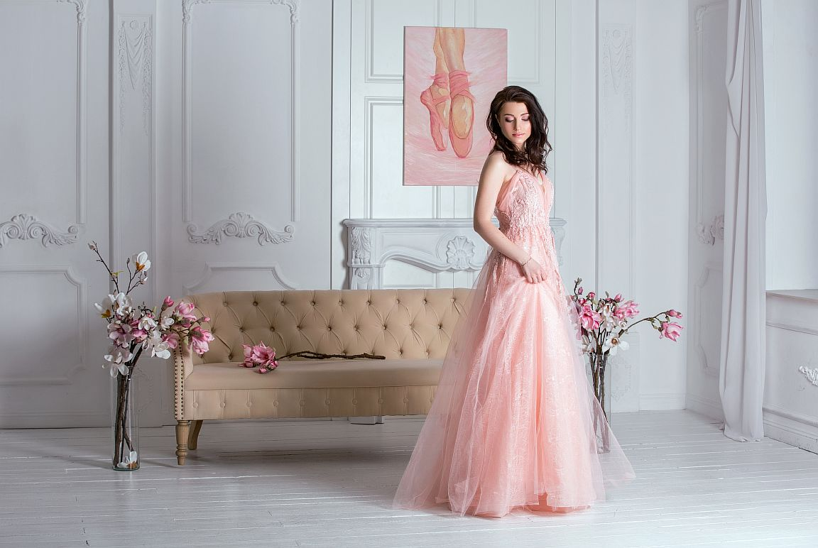 пудровое платье на выпускной