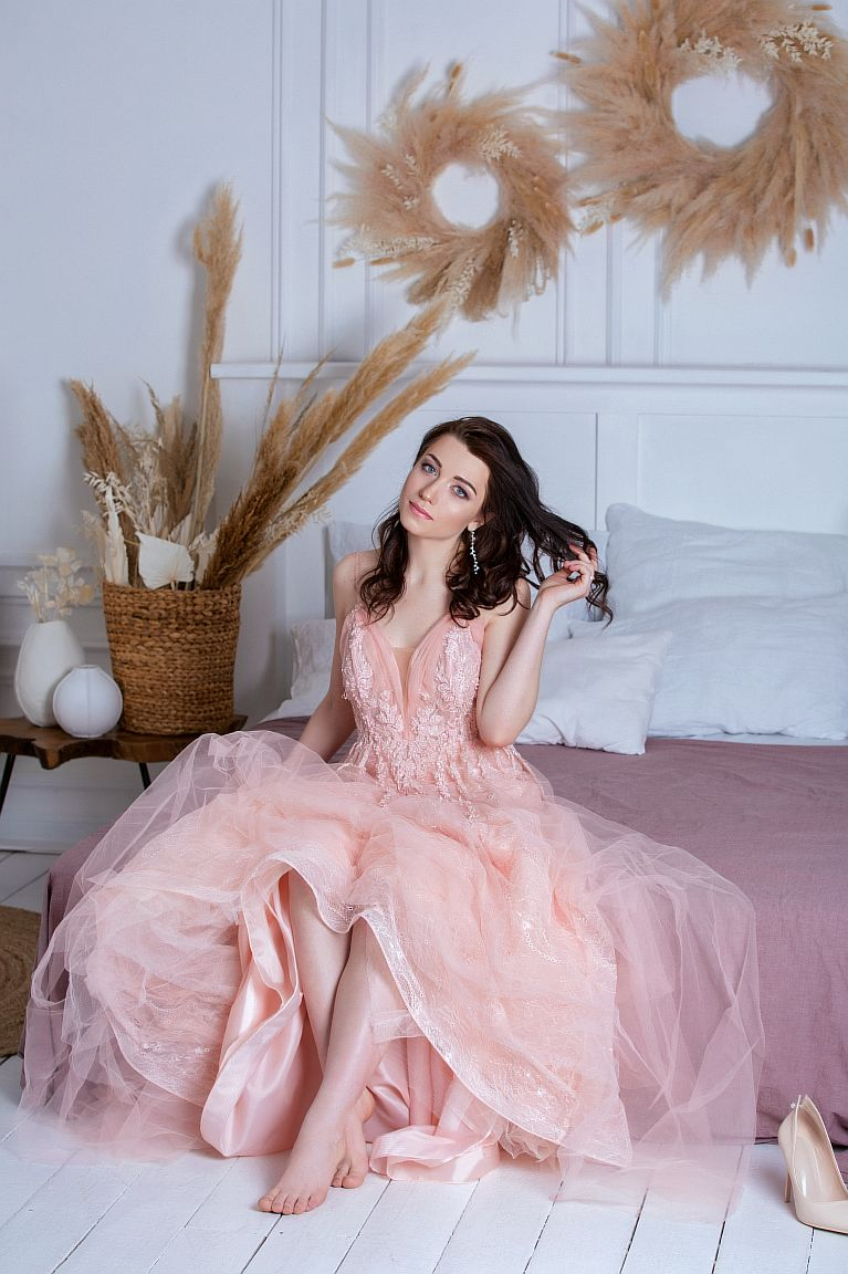 випусна сукня в оренду Київ