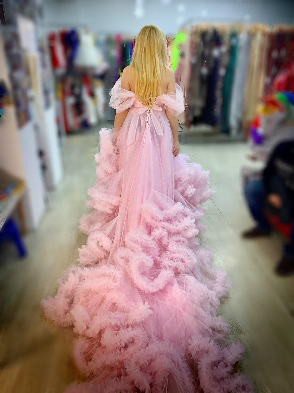 пышное розовое платье со шлейфом прокат киев