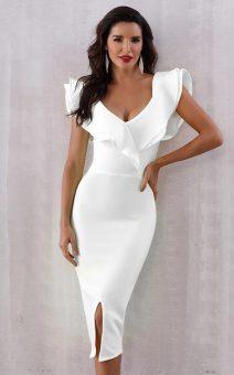 Белое платье с воланом