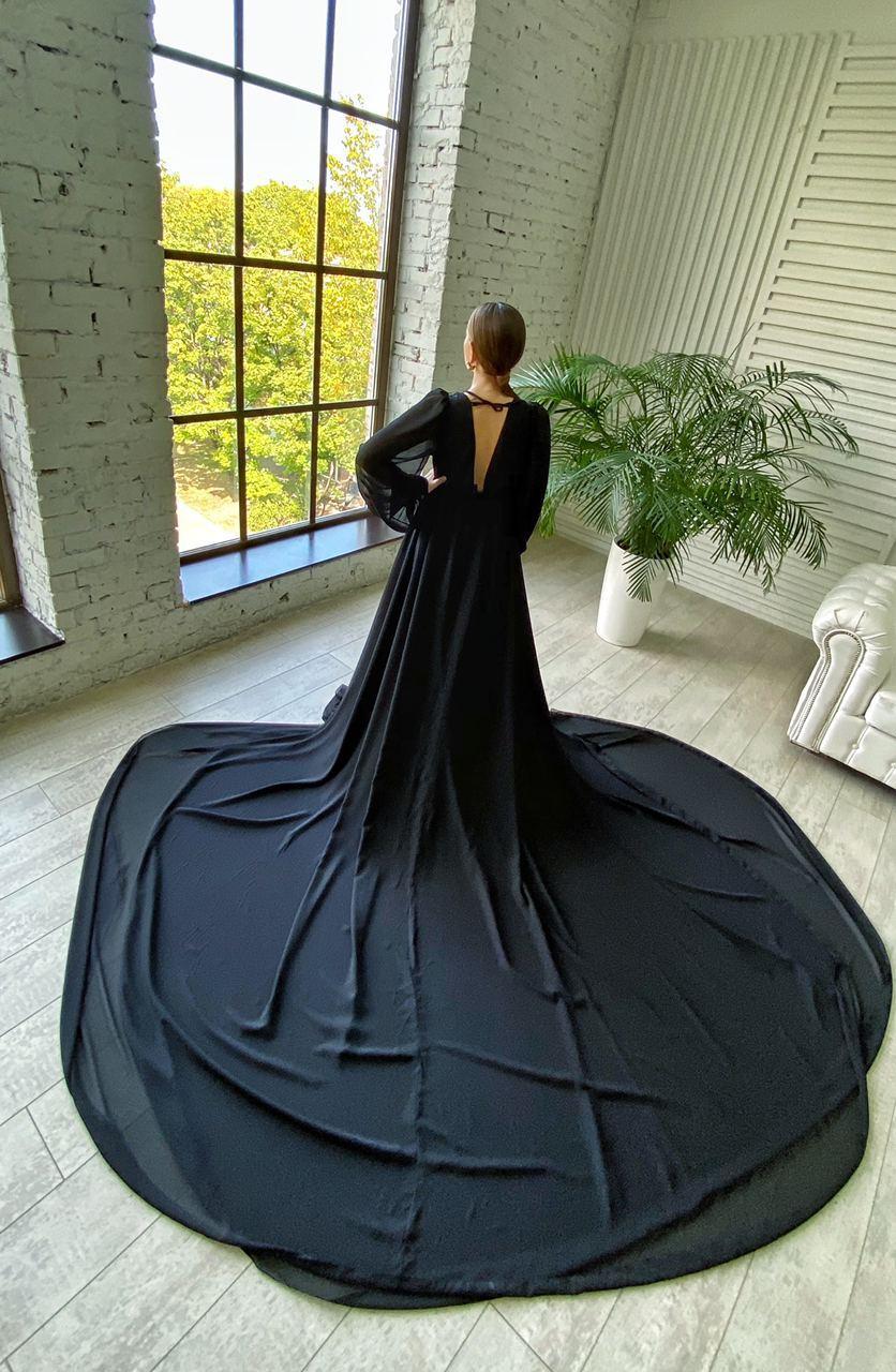 Чёрное платье со шлейфом киев прокат