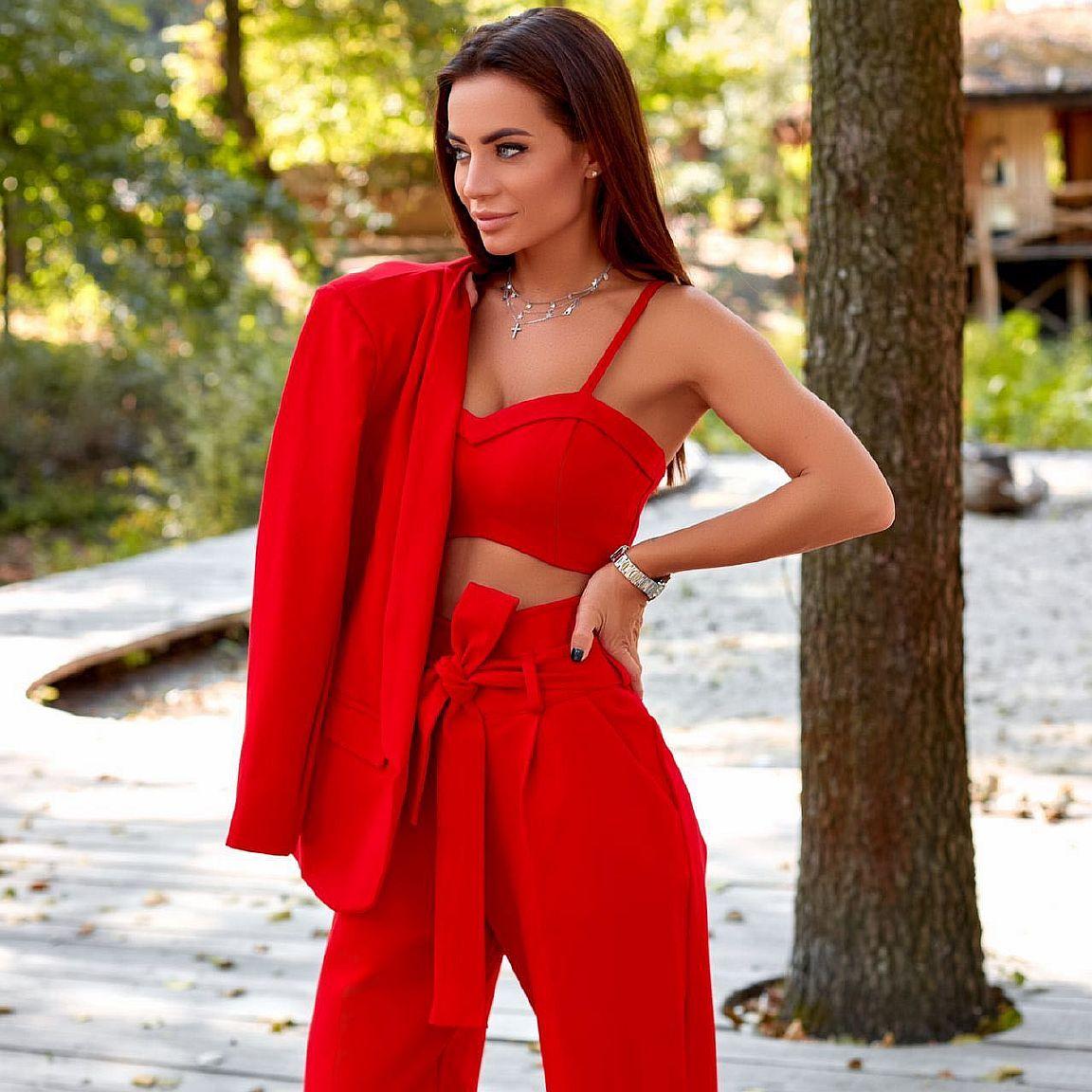 красный женский костюм напрокат