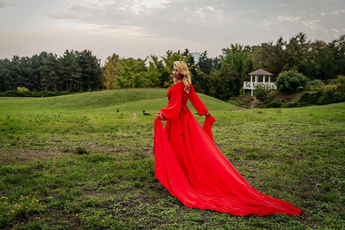 прокат красного платья со шлейфом киев
