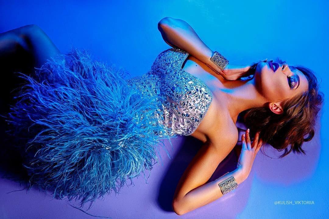 платье с перьями аренда киев