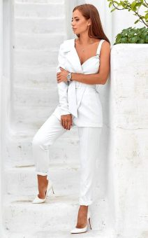 белый брючный костюм прокат киев