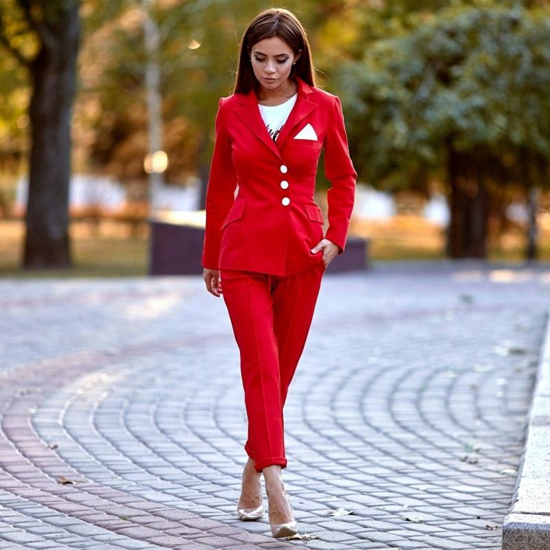 аренда красного женского брючного костюма киев