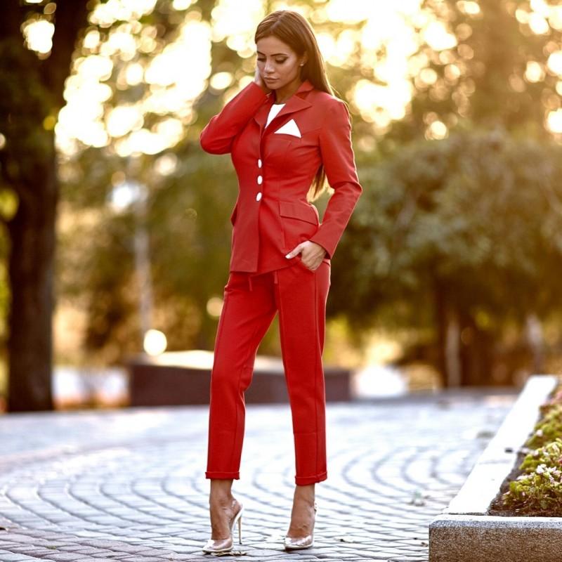 прокат красного женского брючного костюма киев