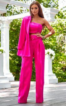 розовый деловой костюм женский