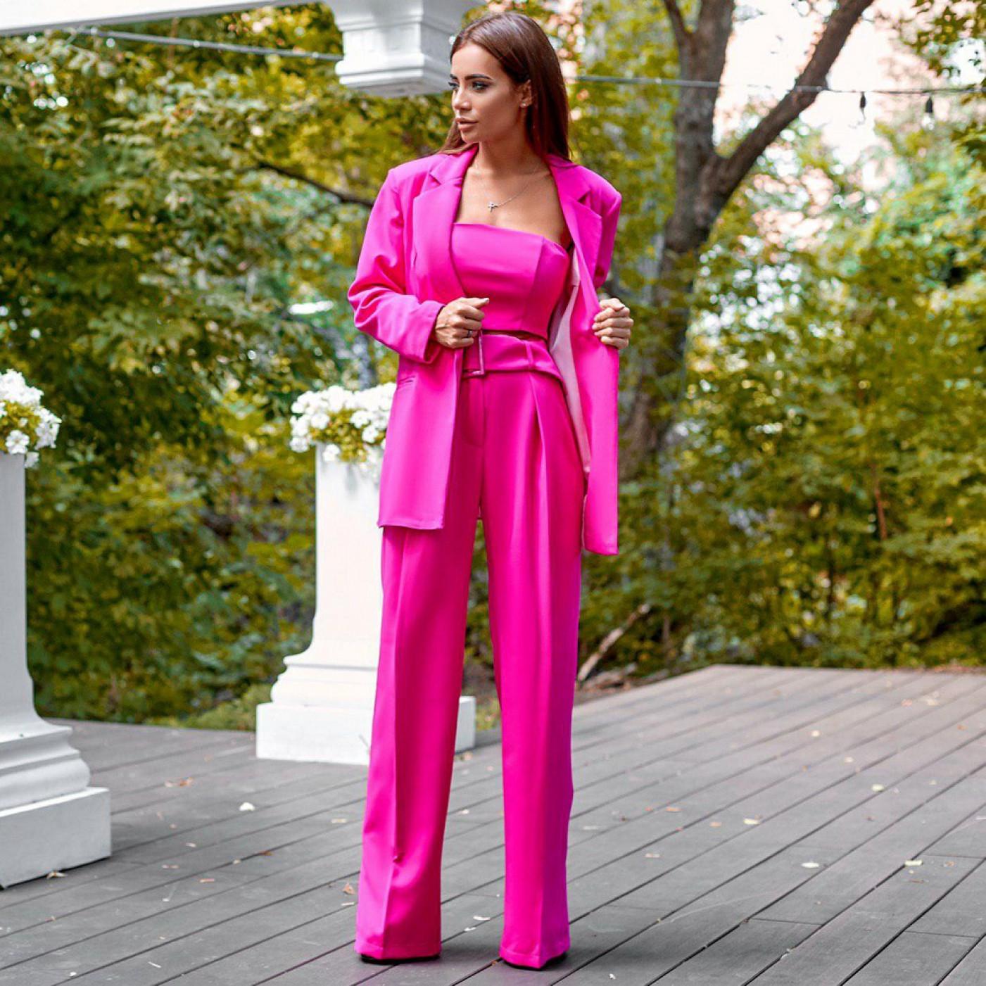 прокат розового делового костюма киев